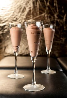 Baileys Chocolate Mousse- Dense chocolate mousse spiked with Baileys Liqueur. Mini Desserts, Sweet Desserts, No Bake Desserts, Just Desserts, Sweet Recipes, Delicious Desserts, Dessert Recipes, Yummy Food, Parfait Desserts