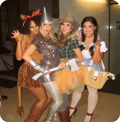 WIZARD OF OZ - I wish I had fun friends that would dress like this with me!