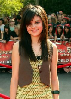 Girls Hairstyles: Selena Gomez Long Sleek Hairstyle with Side Bangs | Hairstyles Weekly