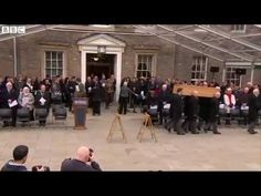 Richard III reburial: Flowers placed on coffin