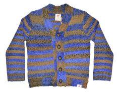 Gilet American Outfitters voor jongens. Model torsade - heath delft.  Deze pull in dik breiwerk kan met een t-shirt en/of hemdje gedragen worden. De mooie lederen knopen geven de gilet een vintage look. De diepblauwe kleur doet je zeker stralen!  - 50%wol, 50% acrylic. - handwas.
