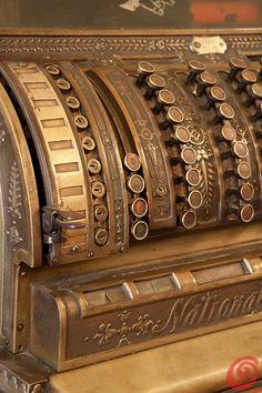 Architettura :: Trieste, la città del caffè  caffè tommaseo trieste  antique coffee bar