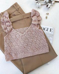 Pull Crochet, Crochet Bra, Crochet Girls, Crochet Blouse, Crochet Crafts, Crochet Clothes, Diy Clothes, Crochet Summer Tops, Crochet Crop Top