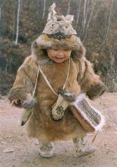 the little one is carrying the weight of all that fur pretty well! ALASKA the little ALASKA Precious Children, Beautiful Children, Beautiful Babies, Beautiful People, Kids Around The World, People Of The World, Little People, Little Ones, Cute Kids