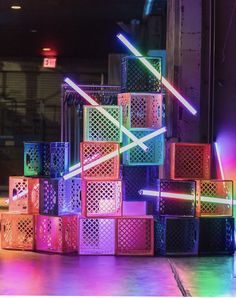 Neon box and lights display Decoration Inspiration, Design Inspiration, Pompe A Essence, Deco Studio, Neon Aesthetic, Neon Party, Booth Design, Display Design, Stage Design