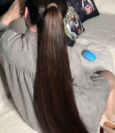 VIDEO - Mila loves ponytails - RealRapunzels Long Ponytail Hairstyles, Long Hair Ponytail, Long Ponytails, Straight Ponytail, Cool Hairstyles, Beautiful Long Hair, Gorgeous Hair, Long Hair Community, Playing With Hair