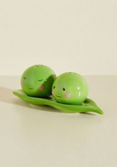 Peas Pass the Salt Shaker Set