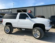 This amazing car is my dream ride. So fantastic Chevrolet Blazer, Chevrolet Tahoe, Chevrolet Trucks, Chevrolet Silverado, Custom Chevy Trucks, Chevy Pickup Trucks, Gm Trucks, 2 Door Tahoe, Single Cab Trucks