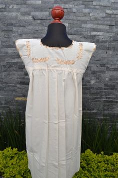 Chiapas Flowered Dress Huipil Dress Mexican Dress   Etsy Mexican Embroidered Dress, Embroidered Blouse, Traditional Mexican Shirts, Mexican Dresses, Ethnic Dress, Mexican Style, Beautiful Blouses, Ethnic Fashion, Handmade Clothes