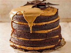 Moist chocolate and caramel cake-Klam sjokolade-en-karamel-koek Moist chocolate and caramel cake - Baking Recipes, Cake Recipes, Dessert Recipes, Desserts, Baking Ideas, Kos, Ma Baker, Caramel Treats, Decadent Cakes