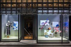 bubble voyage – a window display merging the analogue and the digital world to unveil hidden stories Japan Design, Hermes Window, Window Display Design, Shop Organization, Store Windows, Shop Logo, Retail Design, Visual Merchandising, Facade