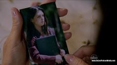 """6.06 """"Sundown"""" – Sayid's niece and nephew found this picture of their mother in Sayid's bag."""