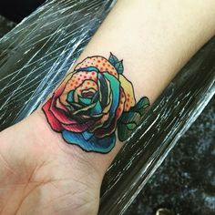 Rosa tatuaje New school realizado por Panic one en Libélula Tattoo de México D.F #rosa #rose #tattoodesign #rosaTatuaje