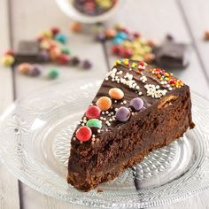 Rich chocolate cake, with Oreo-crust, lots of chocolate, pecans and ganache YUMMY (Recipe in Hebrew, translator on site)