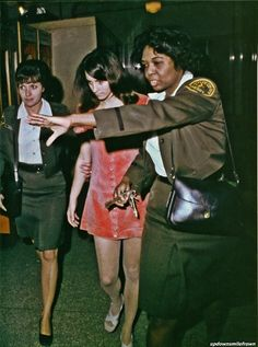 Susan Atkins (DiP -died in prison one of the members of the Charles Manson Family, is escorted to the courtroom. She was found guilty, with other Family members, of the murders in the Sharon Tate household. Helter Skelter Charles Manson, County Jail, Sharon Tate, Criminology, Serial Killers, True Crime, Happenings, Mysterious, Creepy