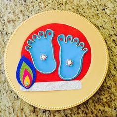 Are you looking for last minute Krishnasthami/Janmashtami projects? Here is a tutorial that is super easy and quick to DIY lord Krishna's feet for this year celebrations. Traditionally, to dr… Baby Krishna, Krishna Art, Lord Krishna, Janmashtami Decoration, Baby Silhouette, Krishna Janmashtami, Board Decoration, New Baby Cards, Indian Festivals