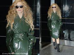 Look de star : Lady Gaga aime le vinyle ... http://fashions-addict.com/Look-de-star-Lady-Gaga-aime-le-vinyle_408___13556.html