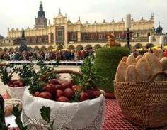Wielkanocne produkty na krakowskim Rynku // Easter on Kraków Main Square #Krakow #Easter