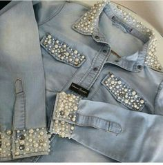 Pearl appliqué on denim jacket 😍 Diy Jeans, Denim And Lace, Jean Diy, Denim Fashion, Fashion Outfits, Kleidung Design, Mode Jeans, Denim Ideas, Embellished Jeans