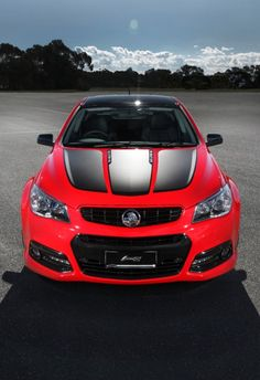 Holden has confirmed it will build a new special edition Craig Lowndes SS V model as a tribute to the driver's impending anniversary in Supercars. Australian Muscle Cars, Aussie Muscle Cars, Chevy Ss Sedan, Holden Muscle Cars, V Model, Holden Monaro, Holden Australia, Holden Commodore, Pt Cruiser