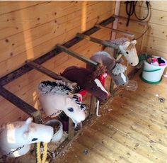 käpphäst Stick Horses, Horse Party, Horse Accessories, Horse Crafts, Hobby Horse, Bee Crafts, Horse Stalls, Breyer Horses, Horse Photos