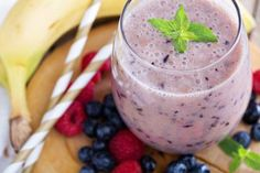 This prebiotic smoothie is amazingly good for your health. Prebiotics are foods that encourage the growth of healthy bacteria in your gut. They actually feed […] Protein Shake Recipes, Smoothie Recipes, Nutribullet Recipes, Healthy Smoothies, Healthy Drinks, Healthy Foods, Mixed Berry Smoothie, Fat Free Milk, Healthy Ice Cream