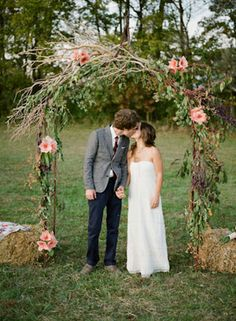 love the arch AND the groom's outfit. b is not a suit/tie kinda guy, this makes much more sense!