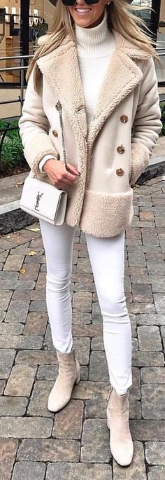 #winter #outfits beige jacket and white skinny jeans with beige leather side-zip boots outfit. Pic by @rome_fashion_style.