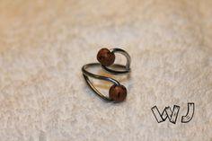 Anello in ferro zincato con perle in legno di palma