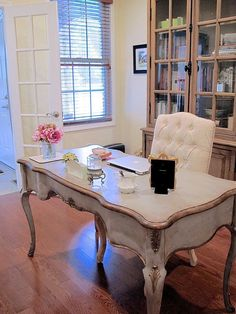 French Country study   Styling ideas to work as both a home office and a family library   #Designthusiasm