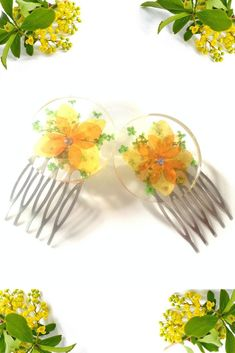 Resin,Hydrangea Flowers, Queen Anne's Flowers, and sliver plated comb created this one of a kind hair comb accessory.  #hair #hairjewelry #hairstlyes #haircombs #combs #minicombs #hairaccessories #flowers #hydrangraflowers #pressedflowers #weddingaccessories #floraljewelry #bridalpartygifts