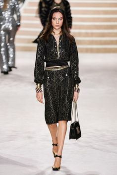 Chanel Pre-Fall 2020 Fashion Show Chanel Pre-Fall 2020 Collection - Vogue History of Knitting Yarn spinning, weaving and stitching jobs such as for instan. Catwalk Fashion, Fashion Week, Fashion 2020, High Fashion, Womens Fashion, Fashion Trends, Chanel Fashion, Haute Couture Style, Fashion Show Collection