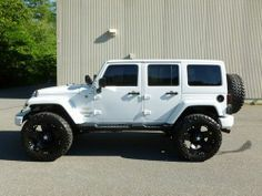 Jeep Wrangler 4 Door White Hardtop - Dream Cars