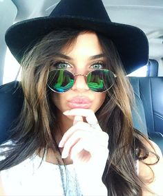 Pin for Later: The Best Style 'Grams From Coachella Weekend 1 —Straight From the Models and Stars Sara Sampaio Paired Her Mirrored Lenses With a Fedora