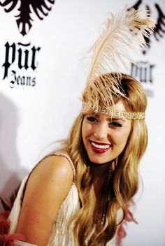 Lauren Conrad in Gatsby Flapper Hair, Flapper Girls, Flapper Costume, Flapper Style, Gatsby Hair, Flapper Headpiece, Gatsby Style, 1920s Flapper, Lauren Conrad