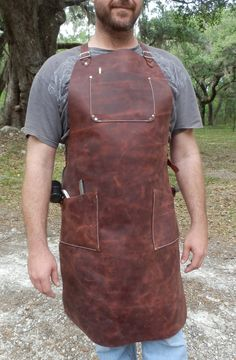 A different design for cross back straps Leather Apron, Tan Leather, Woodworking Apron, Woodworking Plans, How To Make Clothes, Making Clothes, Shop Apron, Welding Projects, Welding Ideas