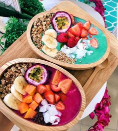Smoothies are a good addition to anyone's diet, and many people have fallen in love with their delicious taste and added health benefits. From sweet treats to green smoothies, there are a variety o… Cute Food, Good Food, Yummy Food, Tasty, Smoothie Bowl, Smoothie Recipes, Acai Smoothie, Strawberry Smoothie, Fruit Smoothies