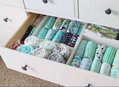 Está de olho em dicas para preparar o ninho da melhor forma para a chegada do bebê?Nesse post, vamos reunir sugestões de como organizar roupa de bebê.