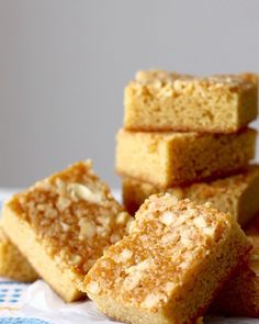 I always bring this as a dessert topotluck parties and it has always been a hit! Just the rights sweetness, soft, and nutty - best paired with coffee or tea! Inspired by the popular caramel bars from Max's restaurant. Butterscotch Bars, Caramel Bars, Caramel Recipes, Filipino Desserts, Filipino Recipes, Filipino Food, Guyanese Recipes, Pot Luck, Deserts