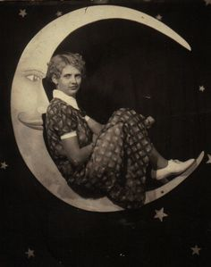maudelynn:  In the crescent moon! 1930s paper moon cabinet card (and now I am off into my day! queue on! xoxo)