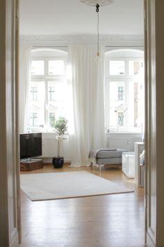 So schlicht und schön können Vorhänge sein. http://www.teppich-jordan.de/gardinen.html