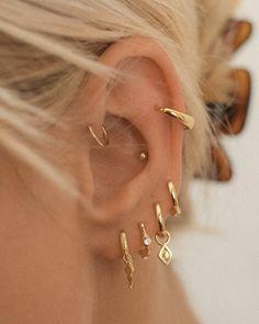 Ear Jewelry, Cute Jewelry, Jewelery, Jewelry Accessories, Pretty Ear Piercings, Ear Peircings, Types Of Ear Piercings, Multiple Ear Piercings, Bijoux Piercing Septum