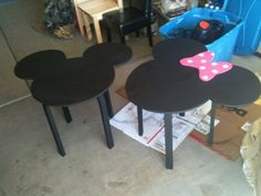 Minnie and Mickey tables for playroom painted with chalkboard paint Disney Kids Rooms, Disney Playroom, Disney Bedrooms, Casa Disney, Disney Diy, Disney Crafts, Disney House, Disney Furniture, Kids Furniture