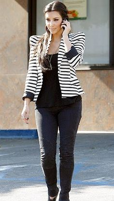 Audrey Stripe Blazer: Look -- Kim Kardashian pairs a striped blazer with a black top and a pair of black skinny jeans. Kim Kardashian Blazer, Look Kim Kardashian, Striped Blazer, Striped Jacket, Striped Outfits, Style Kim K, My Style, Estilo Vanessa Hudgens, Black Leggings Outfit