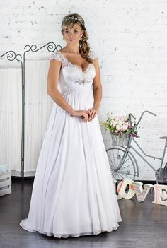 Huge part of wedding dresses for bride are designed for thin women. Plus size women spent on wedding dress searches twice the time. Trends 2018, 2016 Wedding Dresses, Bridal Dresses, Full Figure Wedding Dress, Greek Dress, Selfies, Bridesmaid Dresses Plus Size, Bridal Dress Design, Glamour