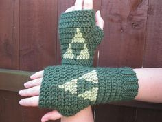 Video game crochet patterns: The Legend of Zelda gloves crochet pattern by Lara