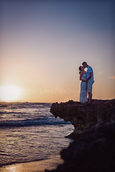 C by Sputtering Cosmos Photography couples hawaii beach sunset portraits
