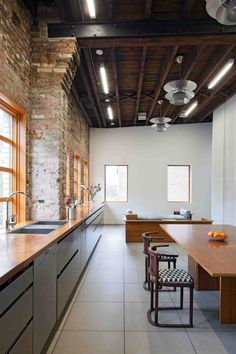 Brooklyn Studio by David Berridge Architect | HomeDSGN, a daily source for inspiration and fresh ideas on interior design and home decoration.