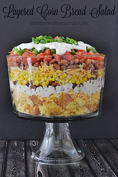 Layered Corn Bread Salad This salad makes such a nice presentation. Use a clear … Layered Corn Bread Salad This salad makes such a nice presentation. Use a clear bowl with straight sides to show off the layers. The perfect size for a large get together. Layered Cornbread Salad, Cornbread Salad Recipes, Jalapeno Cornbread, Mexican Cornbread Salad, Mexican Food Recipes, Dinner Recipes, Brunch, How To Make Salad, Soup And Salad