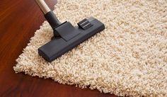 Como Limpar os Tapetes - Os tapetes são mais delicados do que as carpetes e requerem métodos diferentes de limpeza.  A limpeza de tapetes por vezes torna-se uma tarefa árdua. Existem vários truques caseiros que podemos usar ao limpar os tapetes, facilitando o processo além de não ser dispendioso.  Sal Basta apenas meter uma camada de sal sobre o tapete que quer limpar, depois enrolar o tapete e deixar ficar durante umas horas. Depois é só desenrolar e aspi...